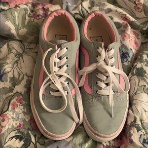 Vans low top tennis shoes
